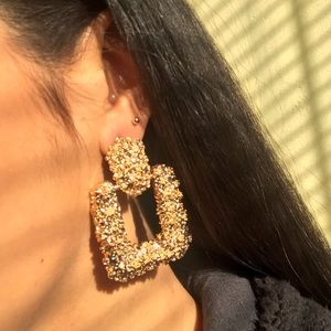 Jewelry - 🆕 Textured Square drop earrings